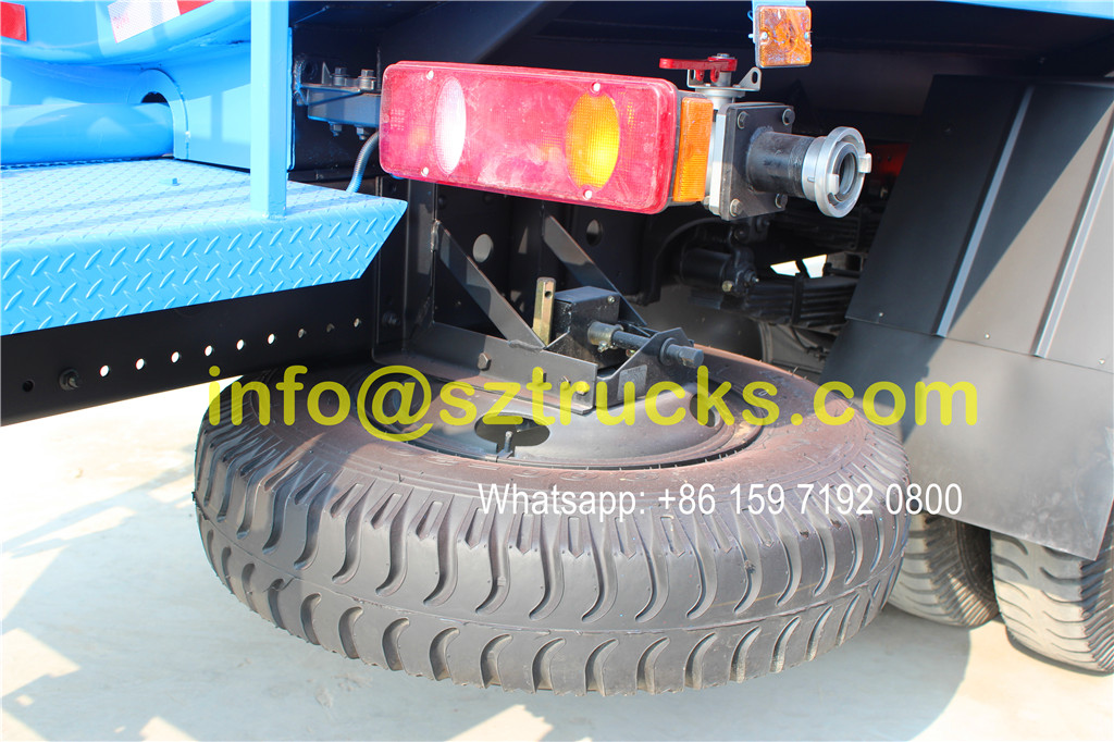 2016 design 10CBM guardrail washing truck advantages