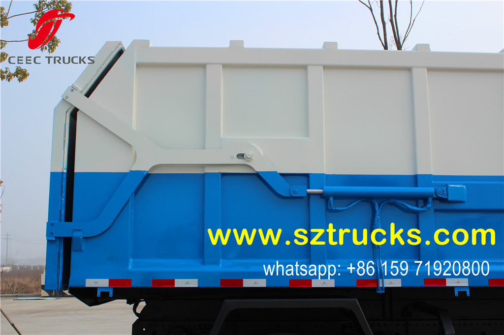 Hydraulic lifting rear door