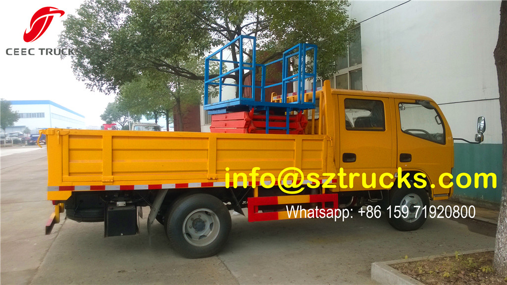 Hydraulic lifting platform installed on cargo truck