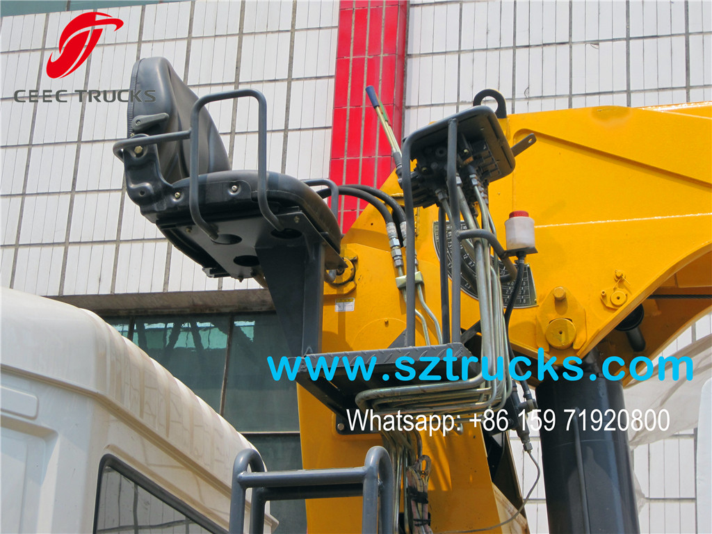 12Tons mounted crane cargo truck