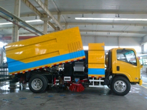 Best 6000Liters used road sweeping cleaner truck for government project